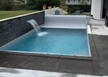 Volet piscine avec mur